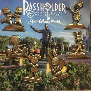 Disney Annual Passholder Exclusive Pin Set